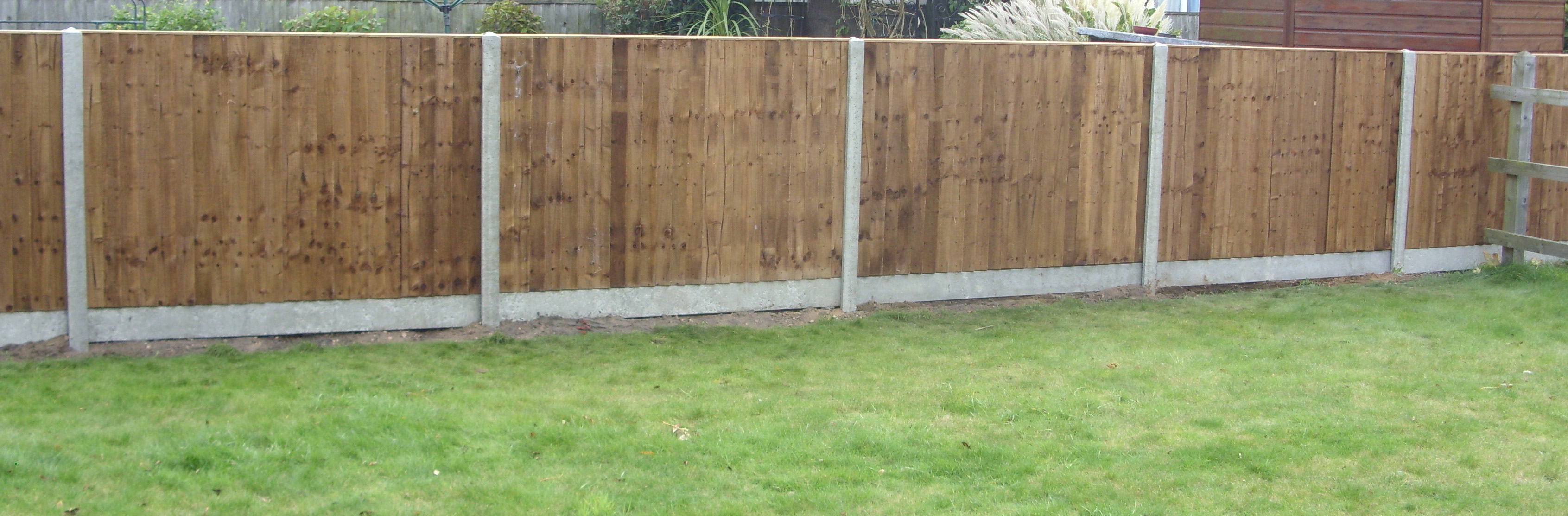 Closeboard panels on concrete posts
