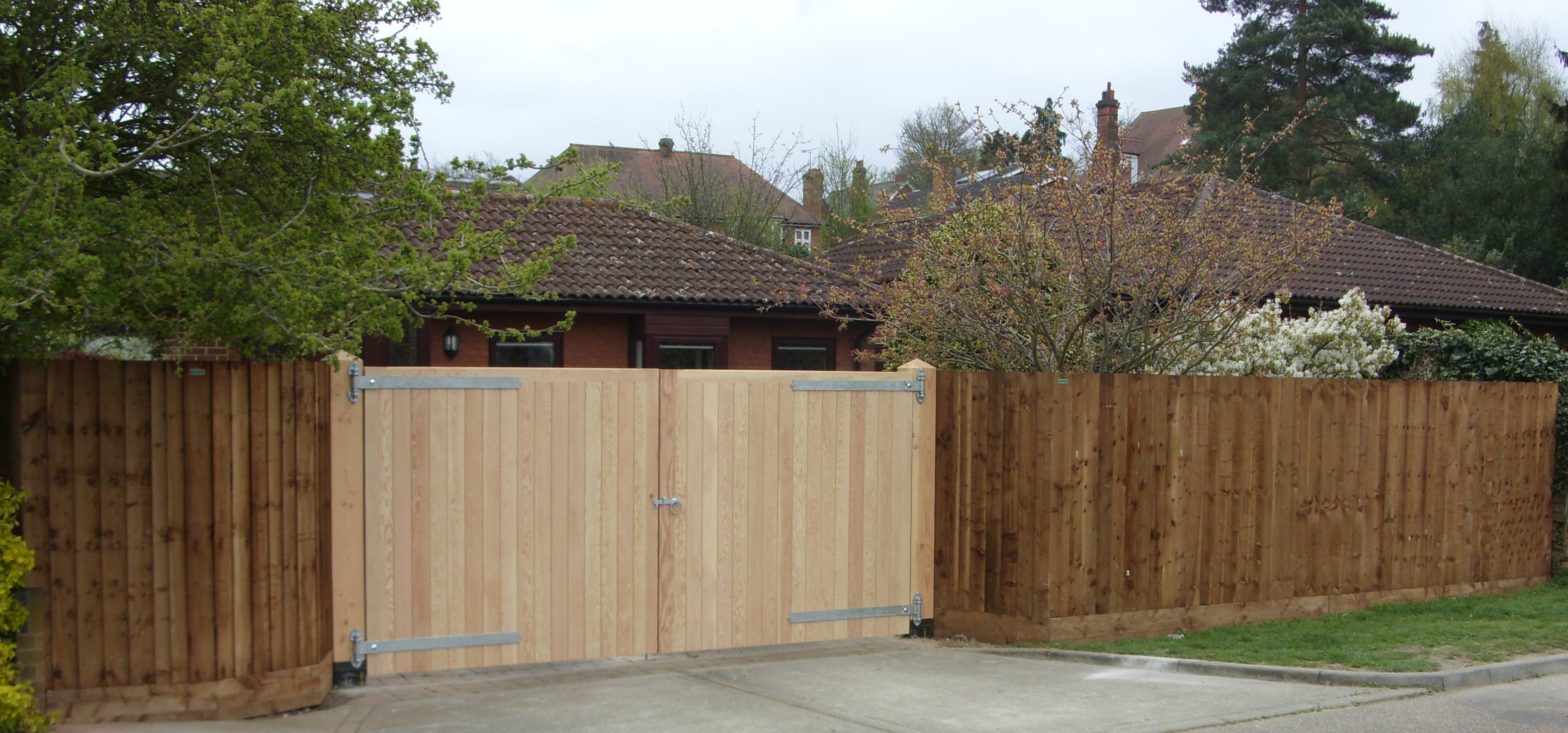 Blyth gates without raised manors in Douglas Fir timber in a run of Closeboard fencing