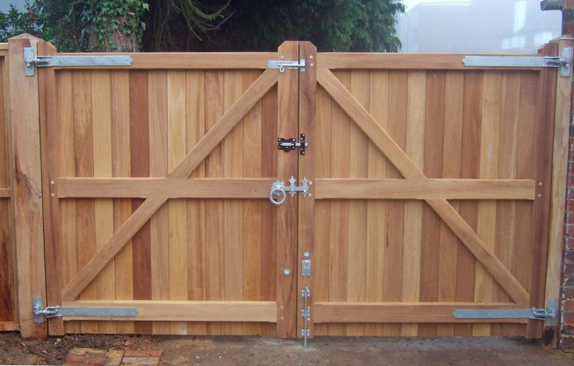 Blyth gates in Iroko showing framing on reverse