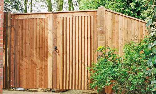 Haughley Pedestrian gate with matching side panel