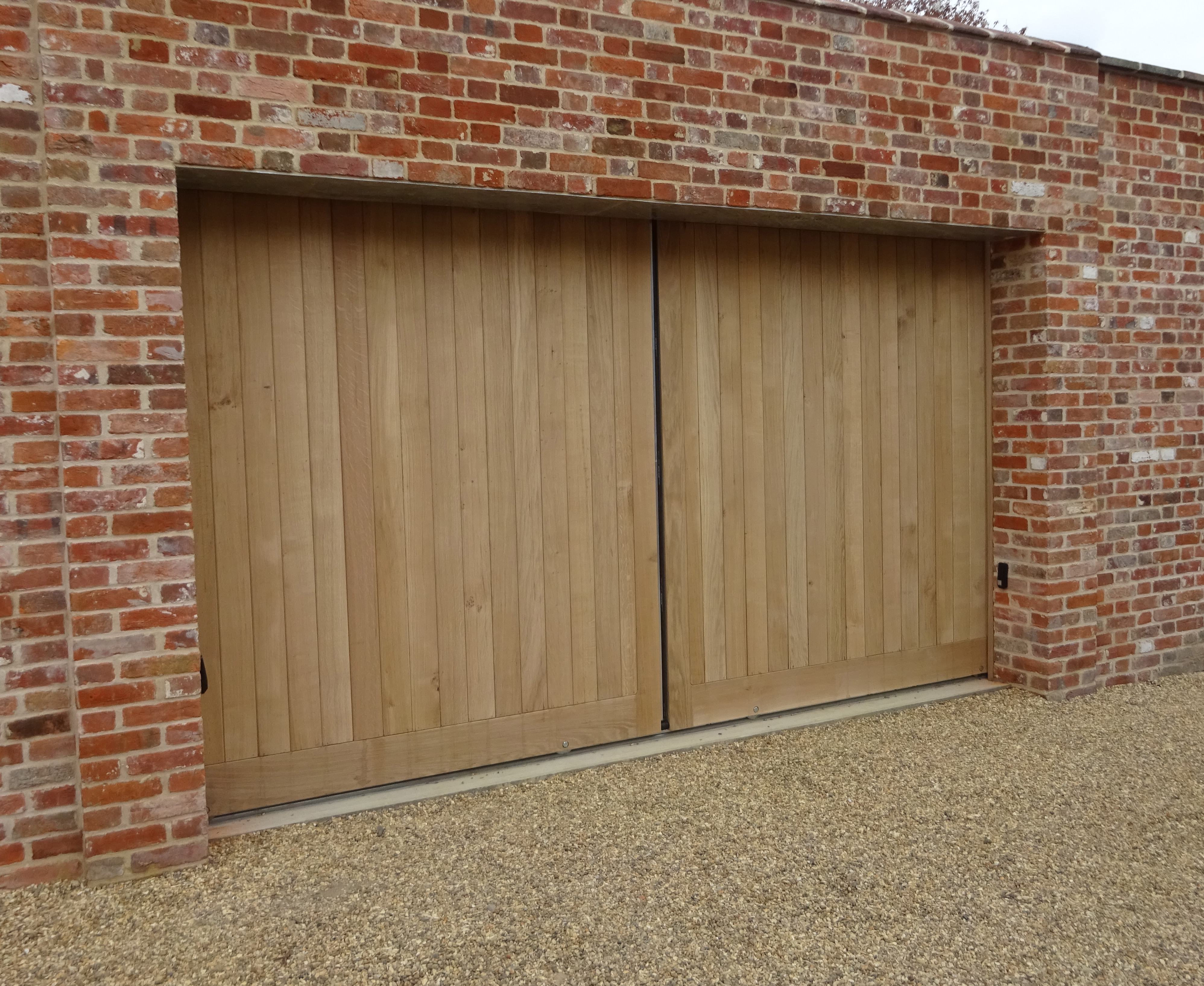 Hadleigh sliding gates in Oak