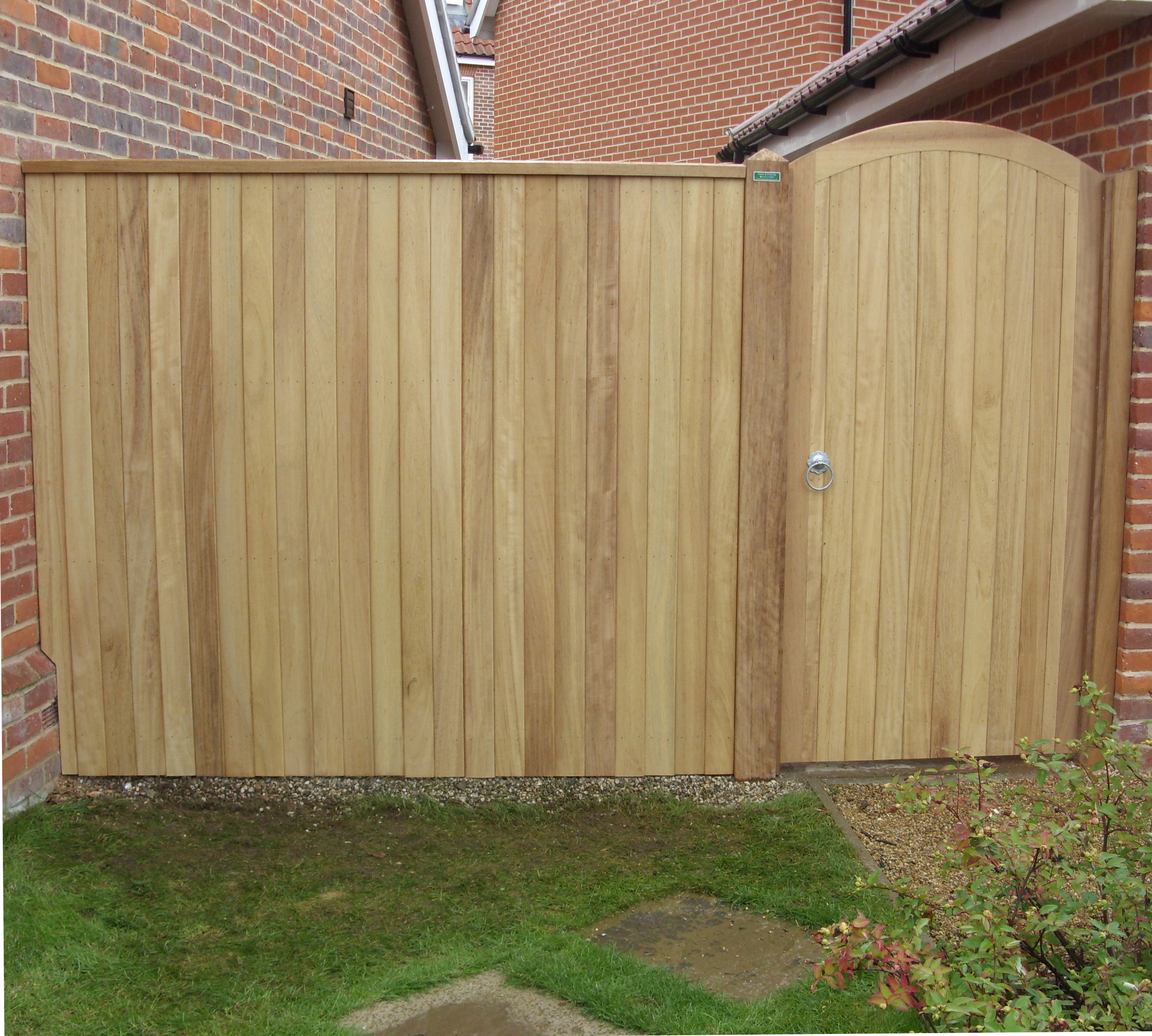 Iroko Glemham gate with side panel