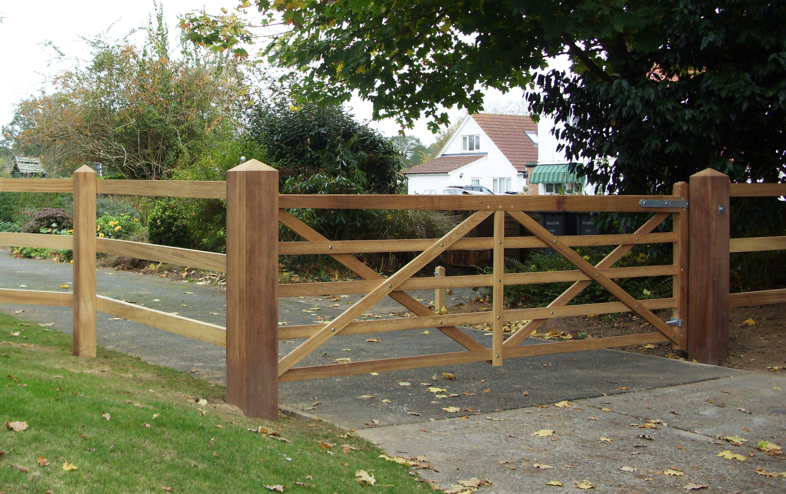 Single Kennett gate in Iroko with matching Iroko post and 3 rail